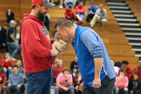 Kiss The Pig Contest To Benefit Prom Committee